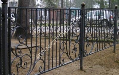 Секционный кованый забор с художественными элементами