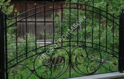Кованый забор с художественной ковкой